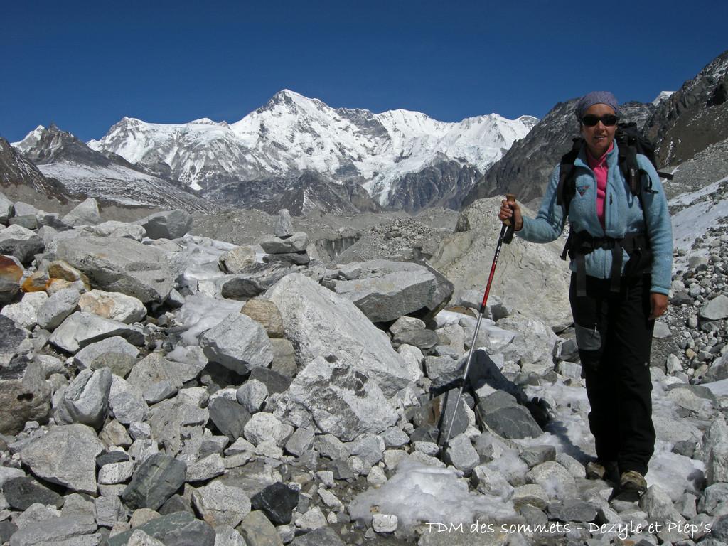 Glacier Ngozumba, au fond le Cho Oyu