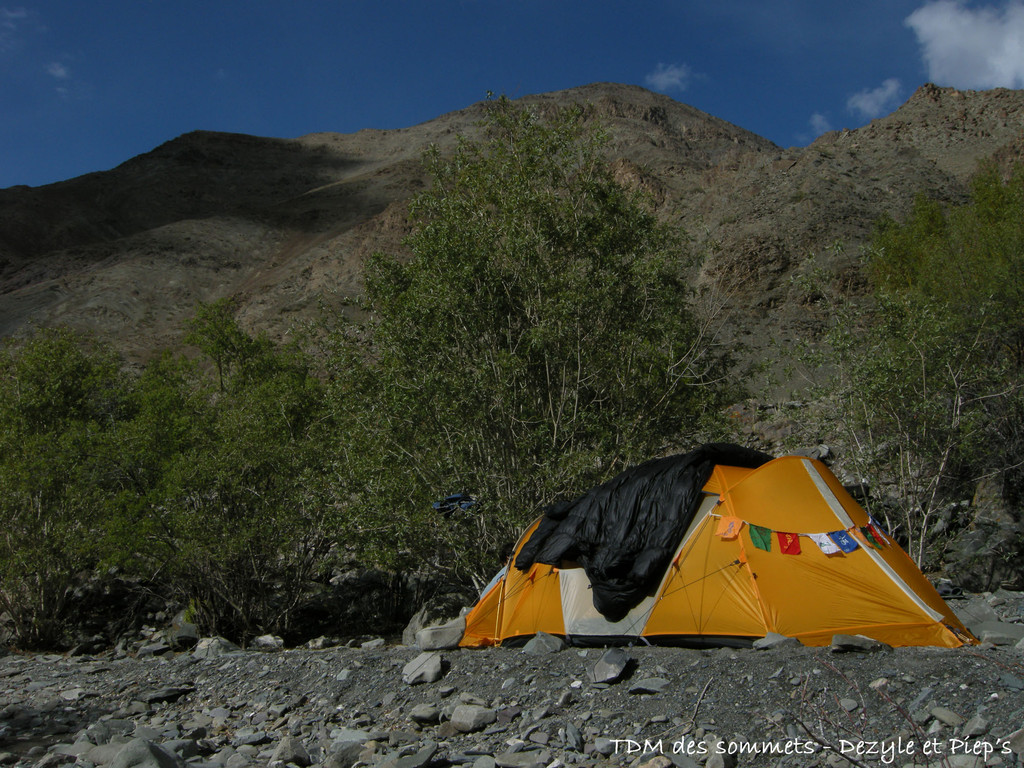 Camp pres de la riviere