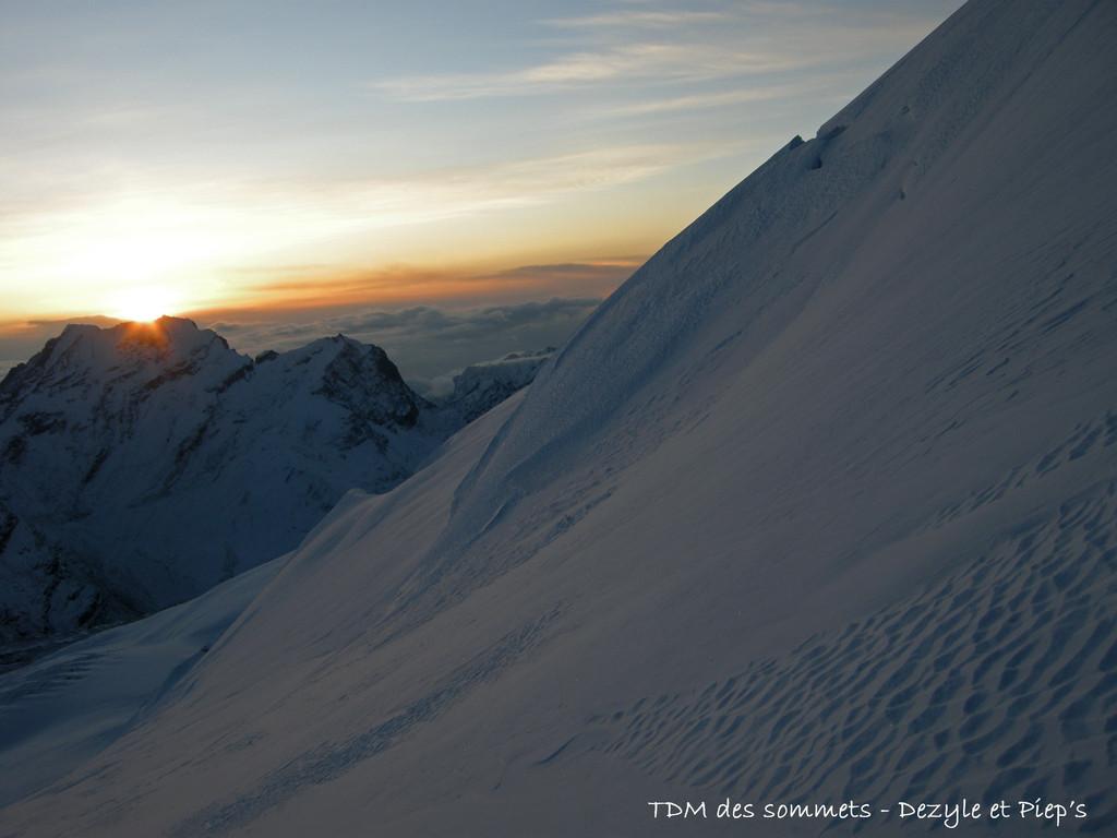 Levé de soleil vers le sommet