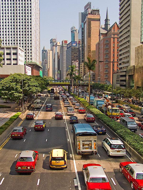 Strassenverkehr im Zentrum von Hong Kong. Foto: Klaus Schoerner