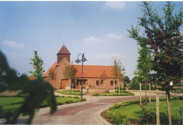Blick vom INFO-Zentrum auf die ev. Kirche