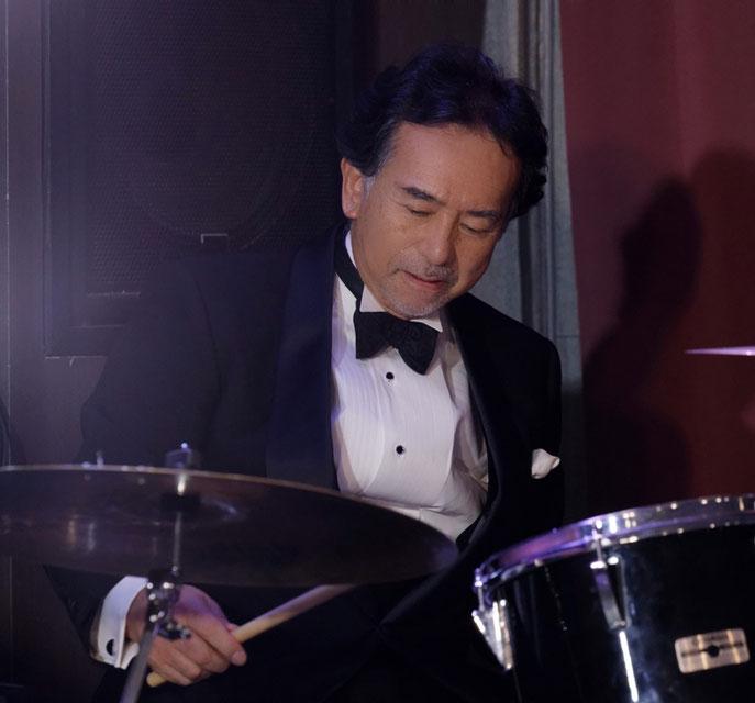 籠利  達郎(Drums)