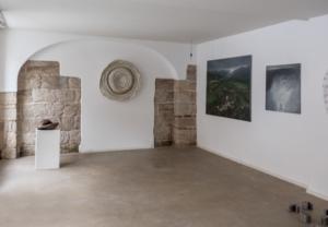 Galerie - vlevo od vchodu