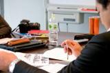 行政書士及び専門の担当スタッフが、申請書類の作成および提出資料の確認をいたします