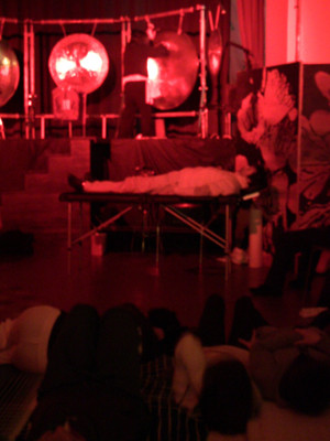 指圧メンバーも・・・寝てる。