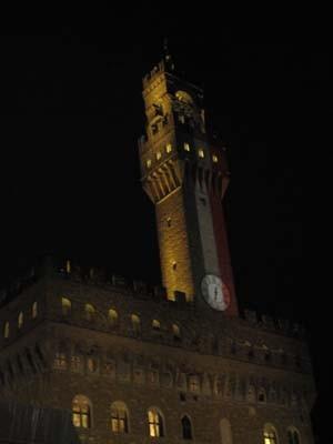 あ、ついでだから一緒に載っけちゃうけど、この日のヴェッキォ宮殿はイタリア国旗柄でした。