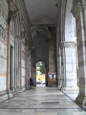 ドゥオモ前の回廊