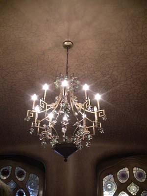 何気ない天井の模様や、シャンデリアも可愛い!