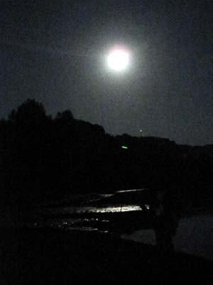 満月と川!