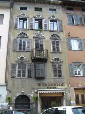 建物がどれも古い!
