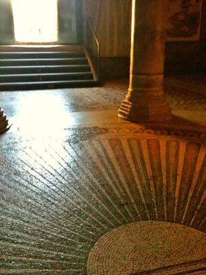プラキディア霊廟へと続く扉。