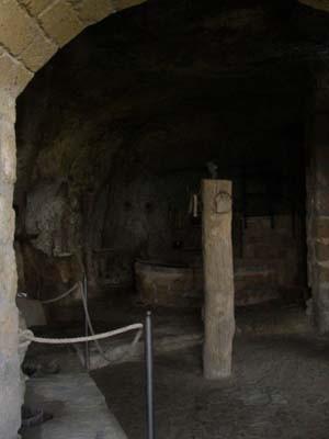エトルスキ時代の生活が保存されてる博物館(とっても小さい普通の家ですが)にも行きました。紀元前なのに、その生活レベルの高さにびっくり!