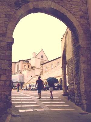 門をくぐれば、そこは聖地。