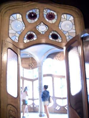 大広間へと繋がる扉。