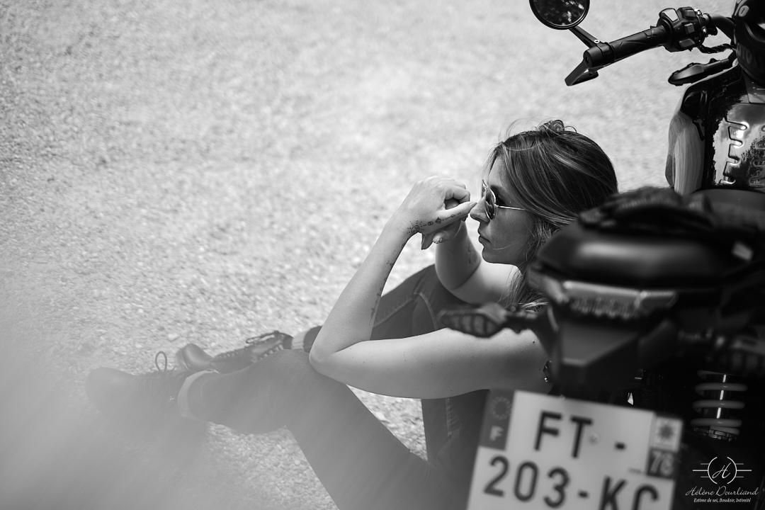 Vous aimez votre moto, vous êtes une femme, que diriez-vous d'un shooting photo avec votre moto