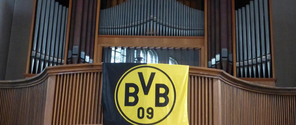 BVB Fahne in der Gründungskirche