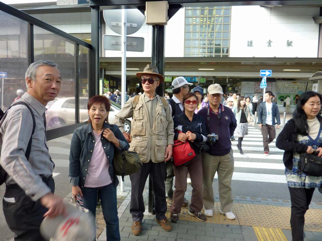 鎌倉駅前で安藤さん、小山君と合流