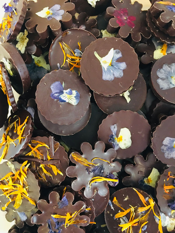 chocolat noir et fleurs