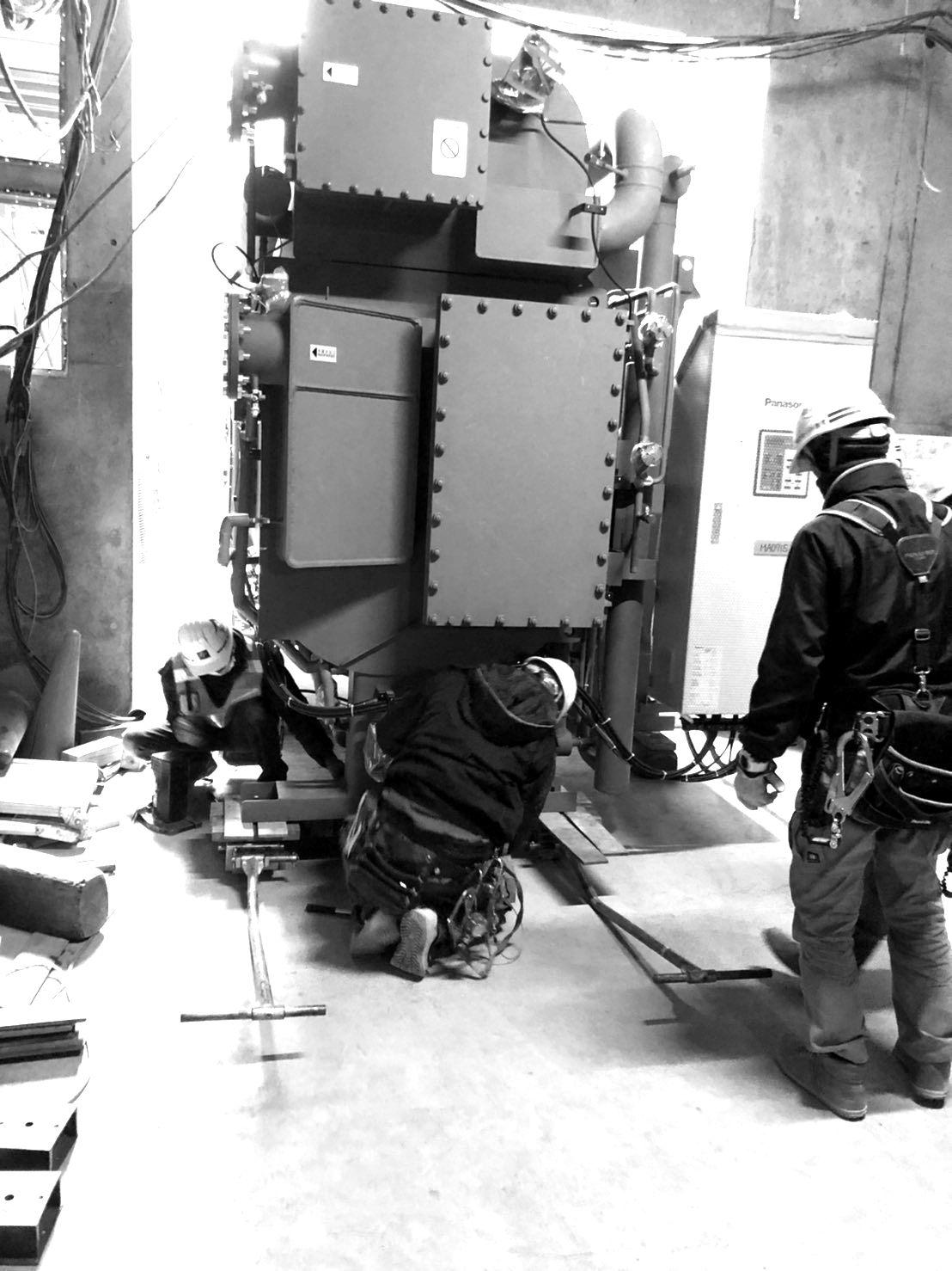 機器搬入・設置