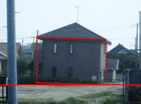 地盤の不同沈下により傾いた住宅