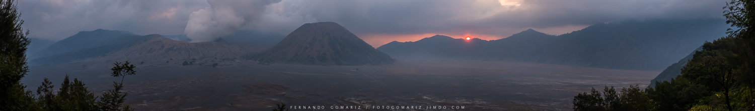 Panorámica de la Caldera de Tengger. Panoramic view of the Caldera of Tengger. Bromo-Tengger- Semeru National Park. Indonesia 2018