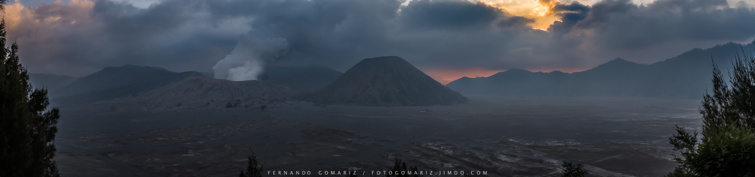Panorámica de la Caldera de Tengger. Panoramic view of the Caldera of Tengger. Bromo-Tengger-Semeru National Park. Indonesia 2018