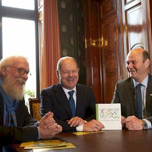 Blume des Jahres - Hamburger Rathaus - Erster Bürgermeister von Hamburg Olaf Scholz, Axel Jahn, John Langley - Foto: Christoph Siegert