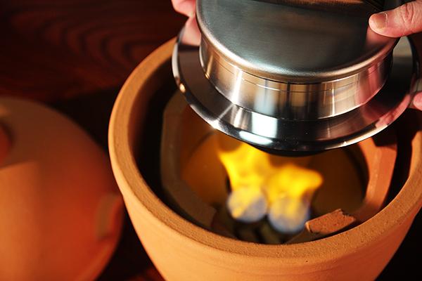 小田式ミニ蒸しかまど大・赤焼き 固形燃料で炊飯