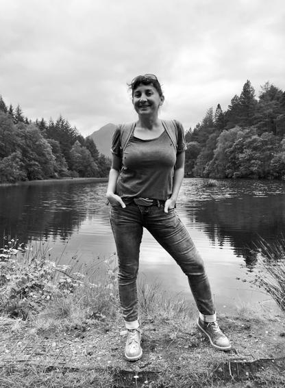 Mandy Ózdi kannte als Kind nichts Schöneres, als durch die Wälder zu streifen, Buden zu bauen, auf Bäume zu klettern und sich Geschichten auszudenken. Heute lebt Sie mit Ihrer Familie in Potsdam und arbeitet als Accountant.