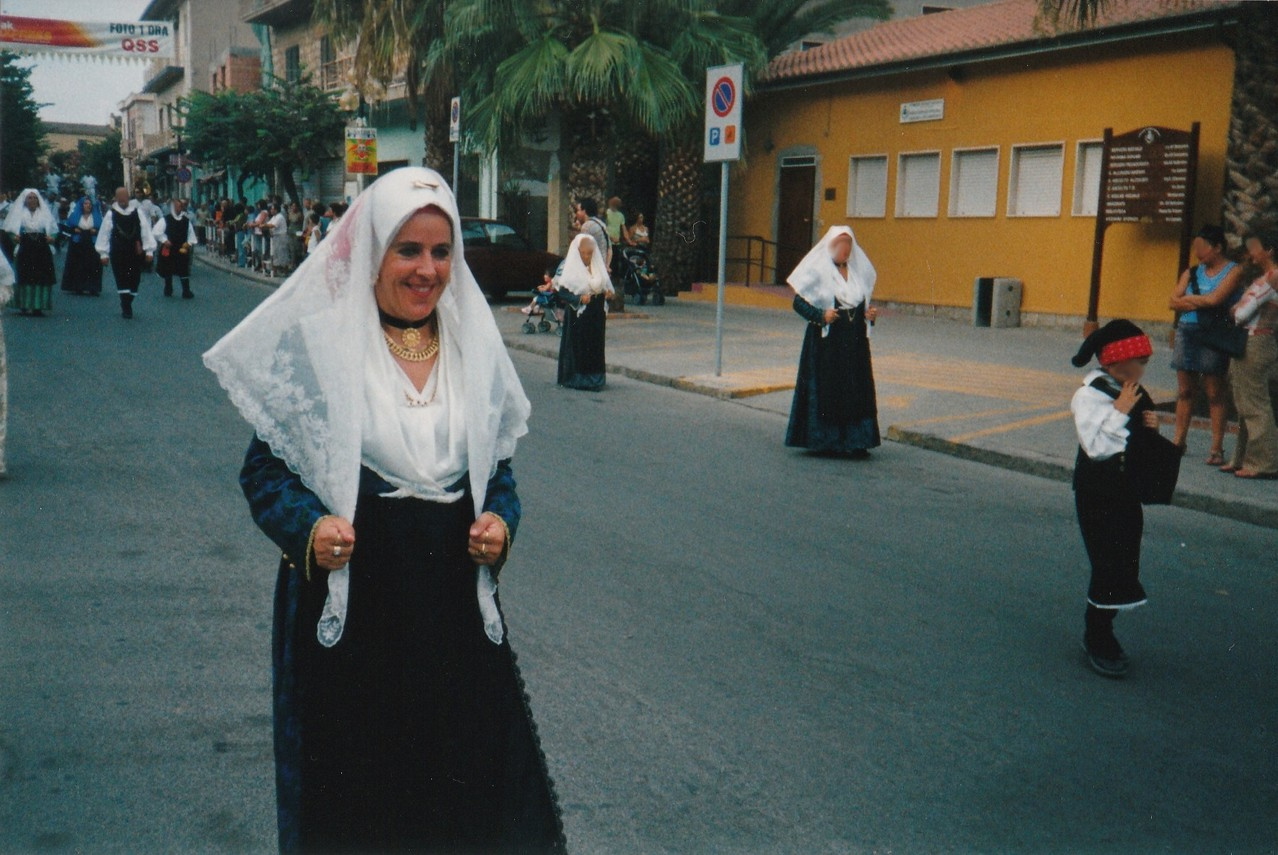Patrizia in costume Sardo