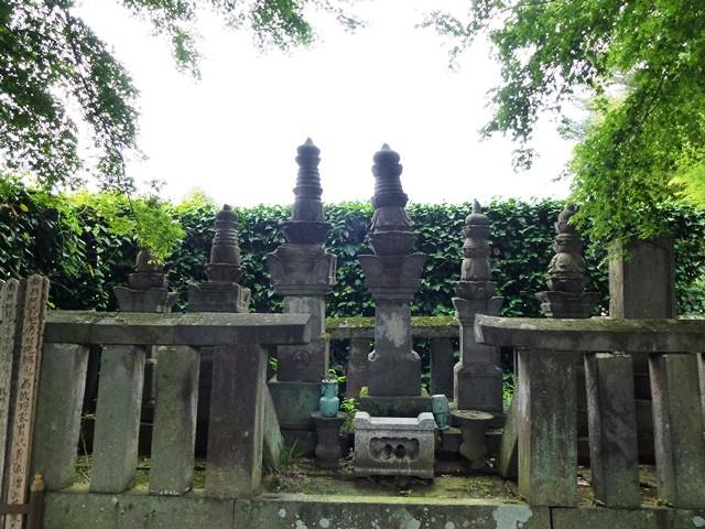 牧野康成の墓(養林寺)