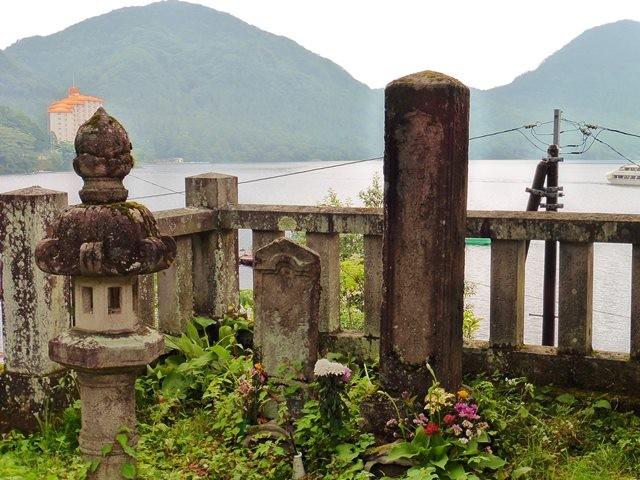 木部姫の供養塔(御沼オカミ神社)