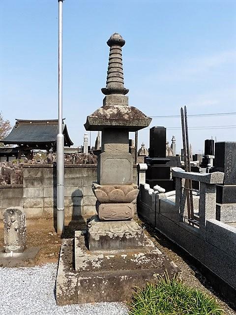 高源寺の宝篋印塔