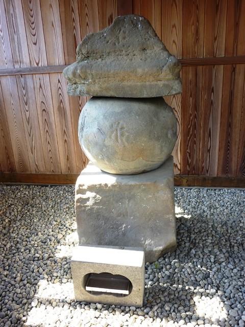 伝・佐々木盛綱の墓(松岸寺)