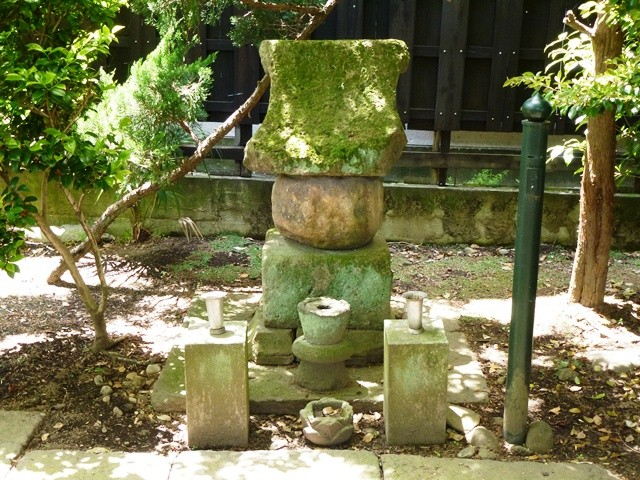 妖怪・チャンコロリンの墓(大泉寺)