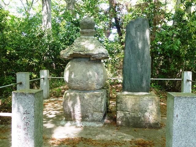 赤井照光の墓(光恩寺)