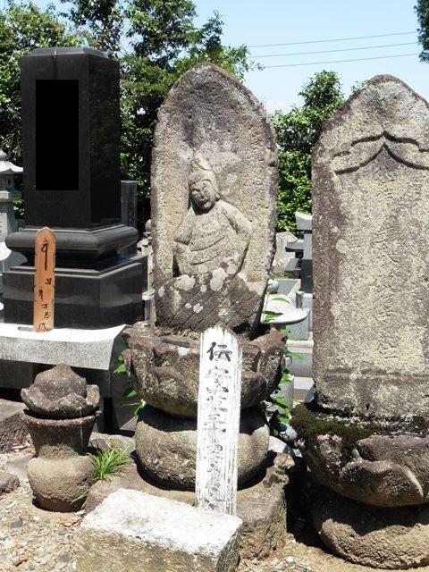 伝・安中草三郎の妻・歌の墓(東光院)