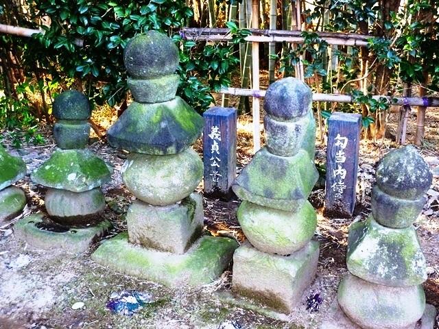 伝・勾当内侍の墓(花見塚公園)