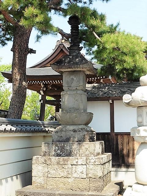 福徳寺の宝塔