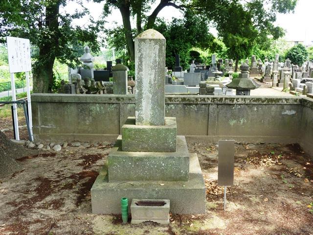 秋元景朝の正室・春の墓(元景寺)