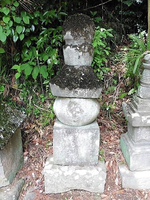 千音寺跡の五輪塔