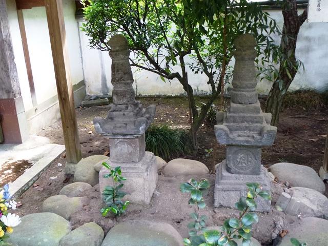 自性寺の宝篋印塔