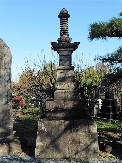 真光寺の宝篋印塔