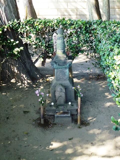 那波小太郎・小次郎の墓(天増寺)