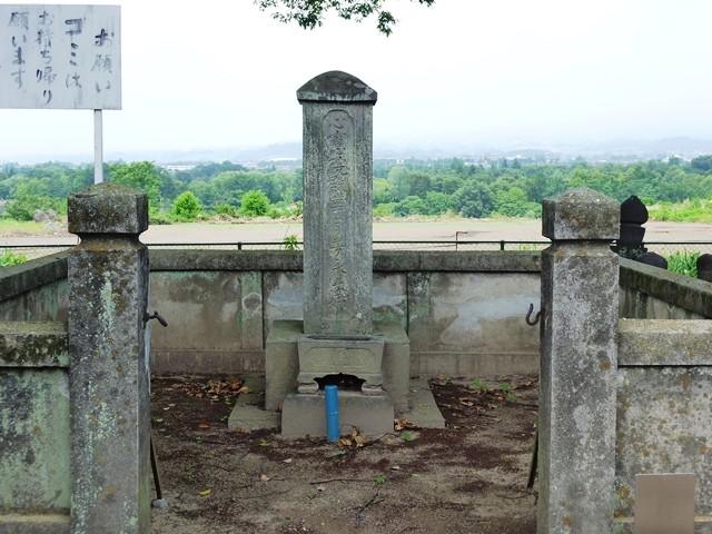 伝・淀殿(お茶々)の墓(元景寺)