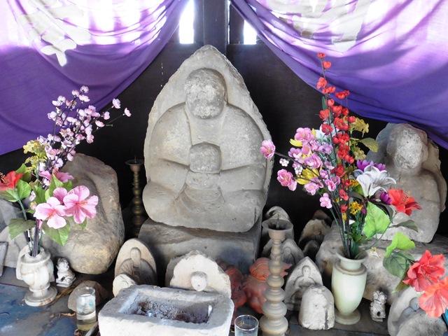 城町薬師堂の石仏(甘楽町)
