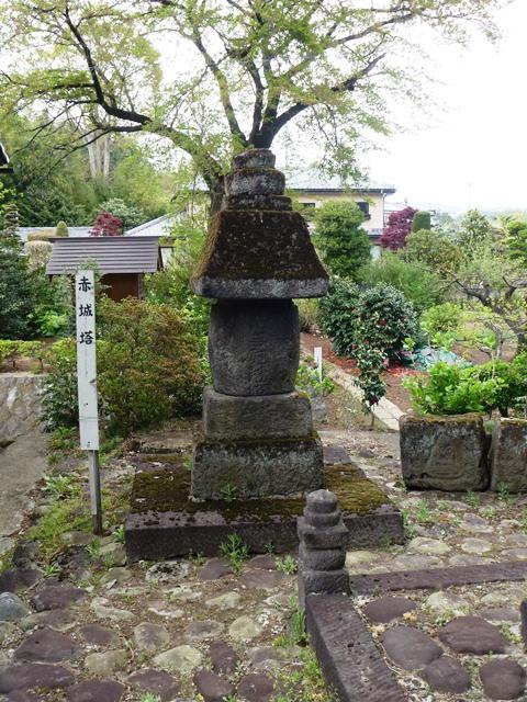 近戸神社の宝塔