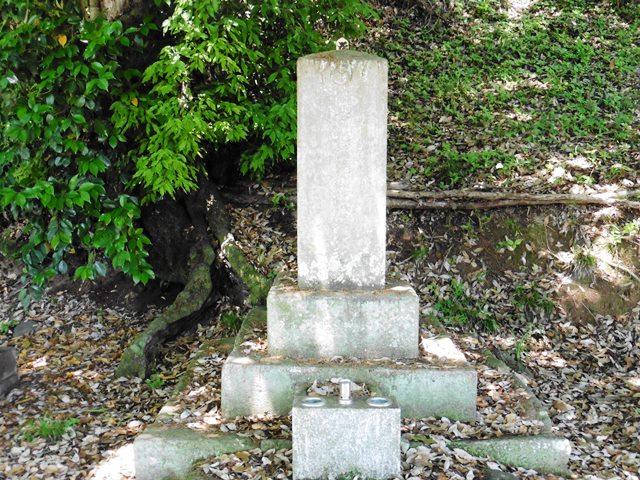 安中忠親の墓(桂昌寺)