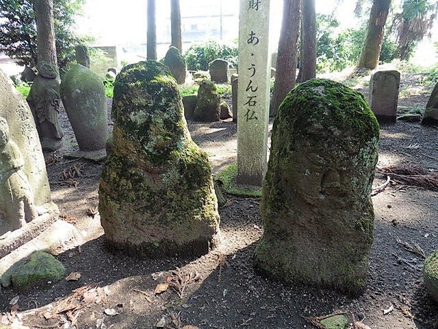 あ・うん石仏(馬場稲荷神社)