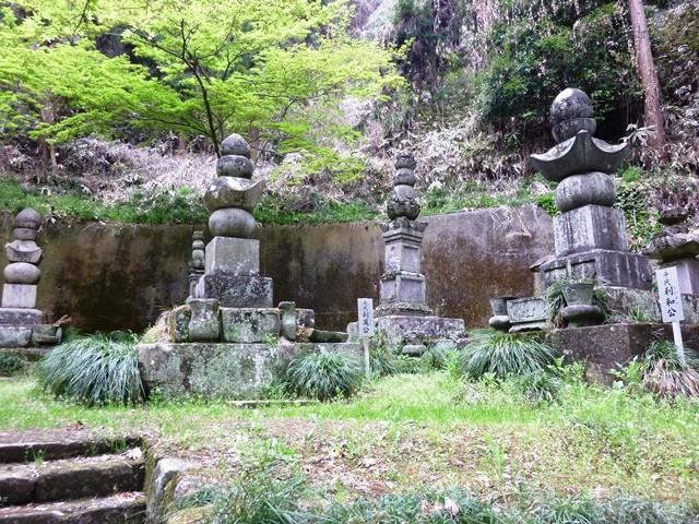 七日市前田藩 歴代藩主の墓(長学寺)